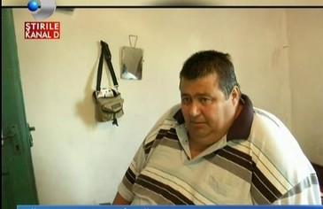 Un suflet captiv. Sotia l-a parasit pentru ca s-a ingrasat, si a ajuns la 200 de kilograme. Are doua fetite cu care nu se poate juca. Drama unui barbat de 41 de ani