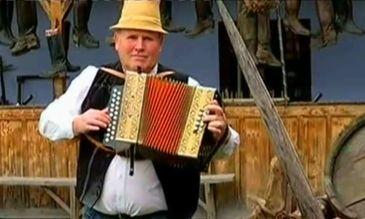 """Povestea olandezului care traieste intr-o casa de pamant, in Transilvania. Delta Sicului a devenit casa lui si e locul unde a descoperit viata simpla, de la tara: """"Asta e Romania mea!"""""""
