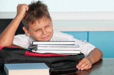 Mai multi elevi dintr-o scoala din Pitesti refuza sa intre la ore de cateva zile din cauza unui coleg cu ADHD. Autoritatile cauta solutie sa rezolve problema