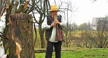 Un roman de tezaur. El este barbatul care a cantat doinile din filmul Pintea. A fost declarat tezaur viu de catre UNESCO