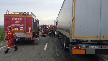 Sibiu: Trafic partial blocat si un ranit, dupa un accident cu un TIR, un microbuz si un autoturism, pe DN7