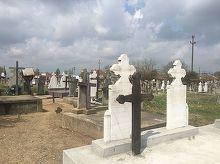 """Mortii dintr-un cimitir din Dolj, """"impartiti"""" intre doua localitati. Oamenii sunt revoltati"""