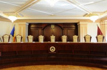CCR a respins ca inadmisibila sesizarea la Legea 90 care impiedica persoanele condamnate sa ocupe functii in Guvern