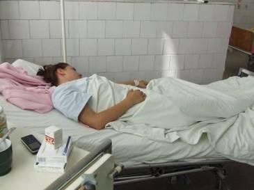 Gestul fostului iubit a determinat-o pe o tanara din Suceava sa isi infinga un cutit in piept. Fata a fost gasita intr-o balta de sange