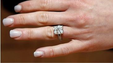 O tanara a fost data in judecata pentru ca nu voia sa ii inapoieze inelul de logodna fostului iubit. Bijuteria valoreaza o suma cu multe zerouri