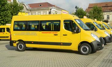 Trei profesori din Gorj au mers cu prietenii la gratar cu autobuzul scolii. Explicatia lor e halucinanta