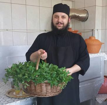 "Preotul de la Dervent, prieten cu Aurelian Preda, la dieta! ""Am reusit sa dau jos 10 kg din aprilie"""