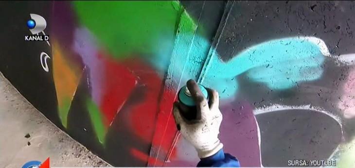 Blocuri proaspat reabilitate, cladiri istorice, garduri sau chioscuri, acoperite in graffiti de pustanii rebeli ai Capitalei. Ce le poate face Politia? Nimic