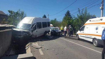 Plan Rosu de interventie! 13 raniti, dupa ce un microbuz a fost implicat intr-un accident, in Hunedoara