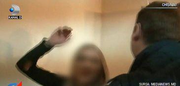 Un reporter, muscat de mana, iar mai multi politisti bruscati si injurati chiar in sectia de Politie de catre o domnisoara beata