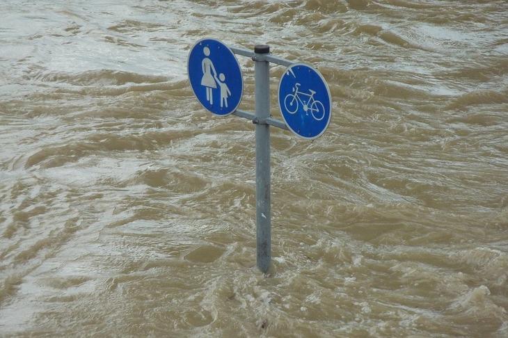 Dupa incendii devastatoare, California este acum sub ape!