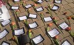 Cele mai triste imagini de 8 Martie - S-au depus flori pentru ELE, dar din pacate nu le vor primi niciodata - Protest cu flori in fata Ministerului Justitiei din Bucuresti