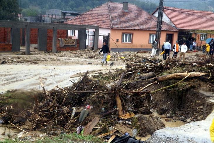 Peste 30 de localitati din zece judete, afectate de inundatii; cele mai mari probleme sunt in Teleorman