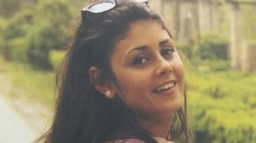 Ce a aparut la usa casei Alinei Ciucu, victima de la metrou! Prietenii i-au lasat un omagiu emotionant fetei de 25 de ani care a fost impinsa pe sine de Magdalena Serban FOTO EXCLUSIV