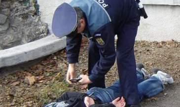 Baiat de 16 ani din Arad, bagat in spital de mai multi politisti! Este revoltator pe cine au dat vina oamenii legii