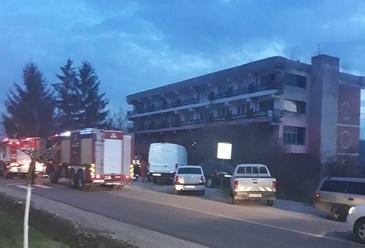Incendiu puternic in Gorj! Un hotel este cuprins de flacari. Pompierii intervin in aceste momente