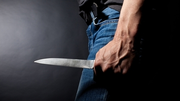 Un elev de la un liceu din Dambovita a venit inarmat la scoala si a tabarat asupra unui coleg! Totul s-a terminat tragic!