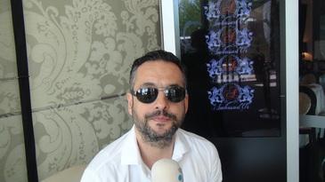 """Madalin Ionescu, revoltat: """"Cei de la Salvare mi-au abandonat tatal in mijlocul strazii"""" Parintele prezentatorului a trecut milimetric pe langa moarte"""