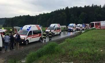 Tragedie pe o sosea din Austria! Un microbuz in care se aflau 8 romani s-a rasturnat. Mai multe echipaje de salvare si un elicopter au ajuns la fata locului