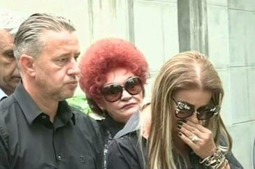 S-a aflat ce contineau pachetelele pe care le-a impartit Anamaria Prodan la parastasul mamei sale!