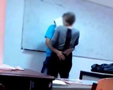 Ce se va intampla cu eleva sarutata si pipaita in sala de clasa chiar de catre profesorul de engleza! Anunt de ultima ora al ISJ Maramures