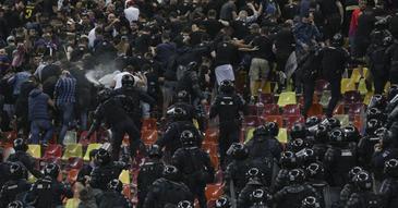 Jandarmeria a luat masuri in urma incidentelor de aseara de la meciul dintre CSA Steaua si Academia Rapid. Peste 40 de persoane au fost sanctionate