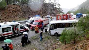 Accident cumplit! Un microbuz plin cu turisti romani s-a rasturnat in Turcia, dupa ce a acrosat un TIR. Romanii se aflau in vacanta