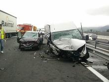 Accident cumplit pe A1! Patru oameni au murit si alti trei au fost grav raniti, dupa ce o masina a ajuns pe contrasens