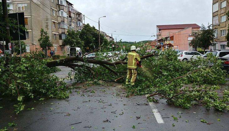 Urgia s-a dezlantuit in tara! Imagini cu potopul din Romania: Capitala si 44 de localitati din 16 judete, afectate de fenomenele extreme. Vestile rele nu se opresc!