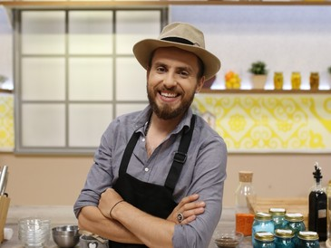 Cine-i Chefu'? Cum sa castigi 1000 de Euro in doar 60 de minute? Chef Foa da startul celei mai apetisante competitii culinare, astazi, la ora 17:00, la Kanal D!