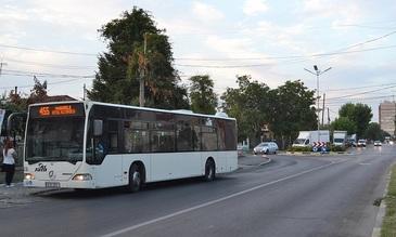 Soferul unui autobuz RATB a pierdut controlul volanului si a lovit sase masini