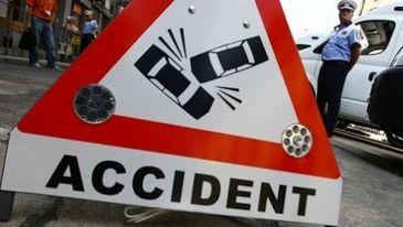 Accident grav pe Valea Oltului! Un microbuz cu 16 pasageri s-a ciocnit violent cu un alt autoturism