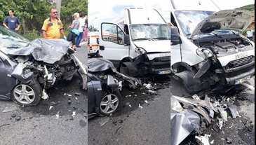 Accident pe Valea Oltului! Un autoturism si un microbuz s-au ciocnit frontal!