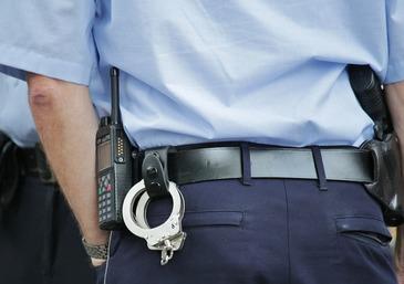 Interventie spectaculoasa a politistilor!  Un barbat care ameninta ca se sinucide dupa ce a furat o masina, a facut prapad cu ea pe strazile din Bucuresti
