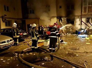 Alerta! Explozie urmata de incendiu intr-un bloc din Brasov. Mai multe persoane au fost evacuate