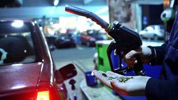 Buzunarele romanilor se golesc! Carburantul s-a scumpit cu peste 6 procente in prima jumatate a anului