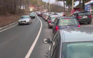 Carambol la Predeal! Traficul rutier este complet blocat. Se intervine de urgenta, sunt mai multe victime