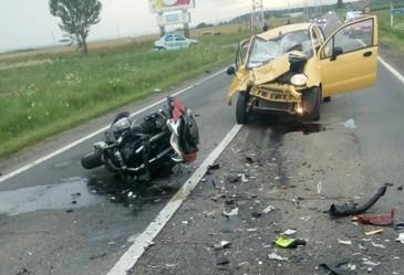 In viteza, pe contrasens! Soferul unei masini a fost filmat in timp ce mergea pe cealalta banda de sens, pe autostrada Timisoara - Lugoj.