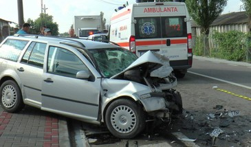 Accident cumplit la Pascani. Un barbat a decedat pe loc, intre fiarele contorsioante ale masinii