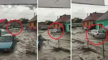 Inundatii de proportii in Brasov, dupa o furtuna violenta. Viitura a mutat din loc masinile oamenilor