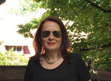 Ce bogata este fiica fostului presedinte Emil Constantinescu! Norina este consilier economic la Roma si are patru terenuri, trei case si 90.000 de euro in conturi!