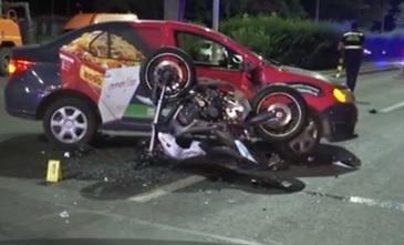 Accident grav in Bucuresti! Un motociclist a intrat puternic intr-o masina care i-a taiat calea!