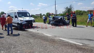 Accident in Gorj! Planul Rosu de interventie a fost activat dupa ce un autoturism s-a ciocnit cu un microbuz