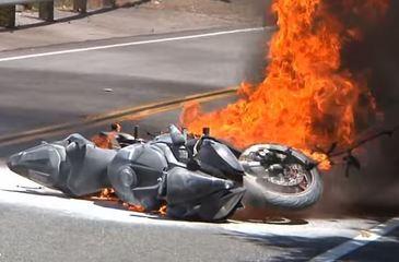 Tragedie pe o sosea din Dolj! Un motociclist a murit dupa ce a intrat intr-o masina! Inca doua persoane au fost ranite!