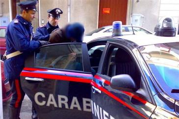 "Doi romani prinsi la furat in Italia au chemat singuri politia! ""Veniti sa ne arestati, va rugam!"""