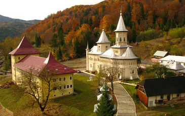 Tragedie langa o Manastire din Neamt! Un barbat a murit, iar fiul lui a fost ranit dupa ce au cazut intr-o rapa!