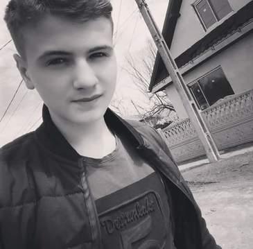 Si-a prevestit sfarsitul baiatul de 16 ani lasat sa moara pe marginea drumului de prietenul lui? Ce a postat Dragos Dragomir pe pagina lui de socializare