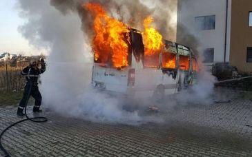 Doi romani au jefuit si au ucis o tanara de 21 de ani, apoi i-au dat foc cu tot cu masina. Victima initiala era o alta persoana