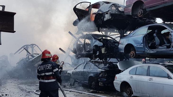 Incendiu de proportii in Agigea, intr-un parc auto. Tot dezastrul ar fi pornit de la o rulota
