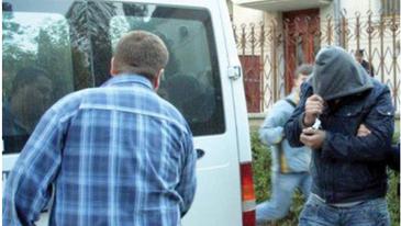 Caz socant in Vaslui! Un barbat i-a taiat gura sotiei, pentru ca femeia a vrut sa mearga la biserica